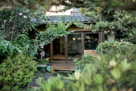 Old & new and has a magical garden! 日本なのに洋を感じる家。 - Hus