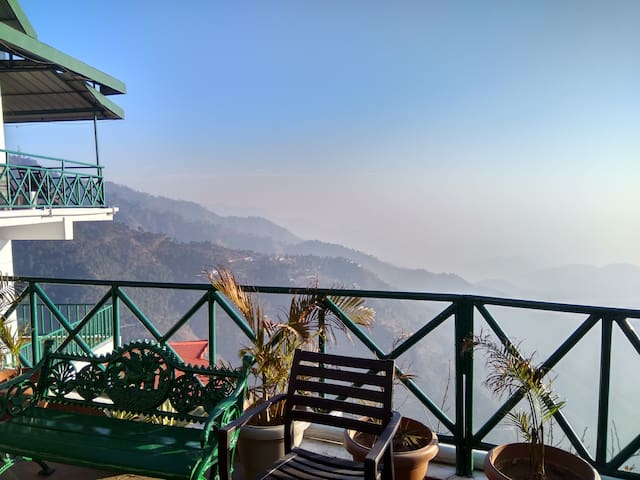 Premier Cottage with Spectacular Views - Kasauli - Boutique-Hotel
