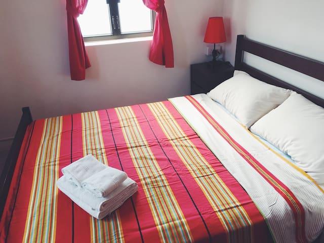 Queen bed room 雙人床房間