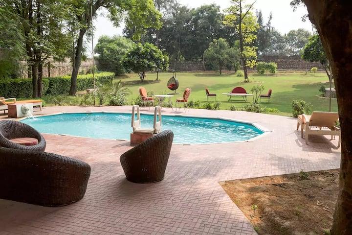 Pulkavali-FarmVilla with pool, near Sec 56 Gurgaon