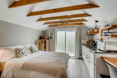 Finch Studio Cottage in Montavilla