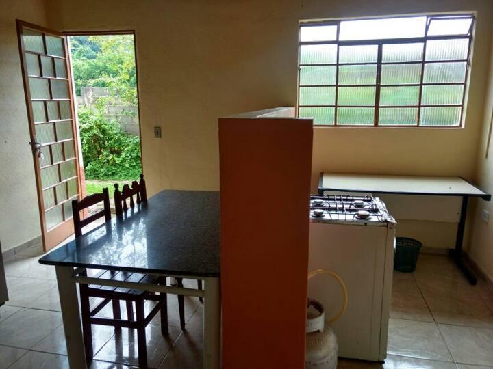 """-Casa""""1""""- 2 dormitório-à 800m da PRAÇA"""
