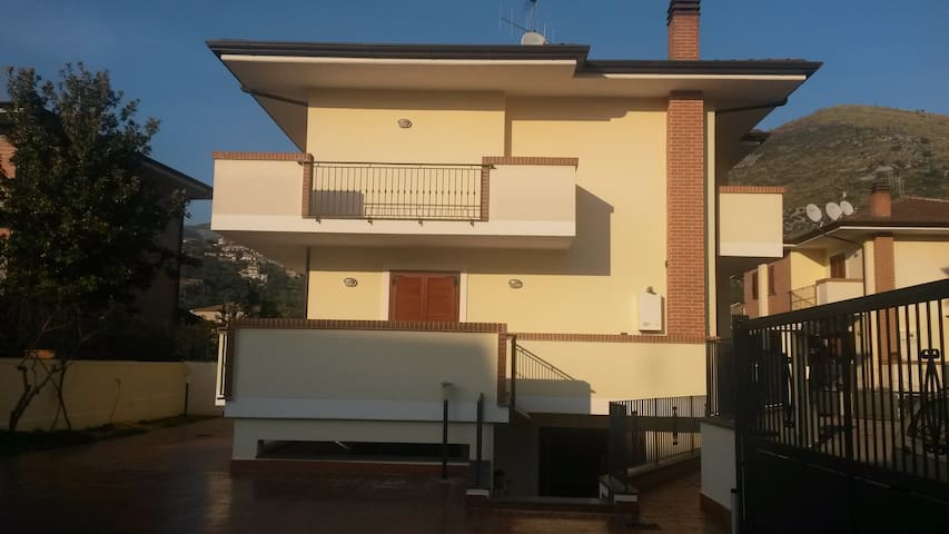 Very nice villa in the center of Fondi - Fondi - Villa