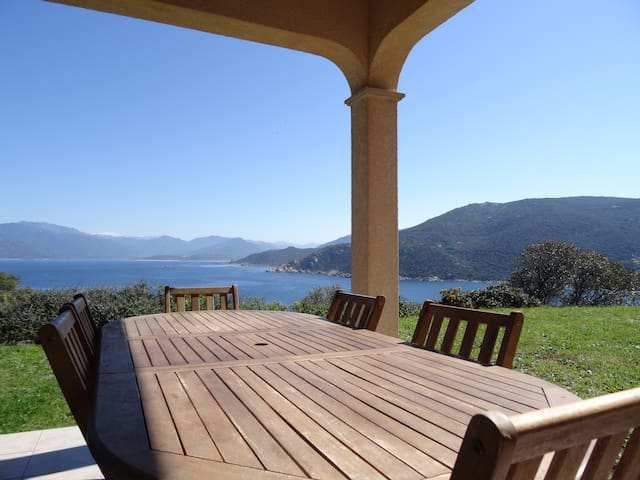 Villa vue mer imprenable, à 5 min à pied de la mer - Belvédère-Campomoro - Rumah liburan