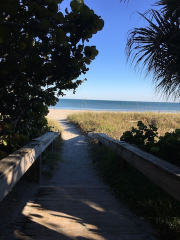 Cherie Down Townhouse 300 Steps to the Beach - Cape Canaveral