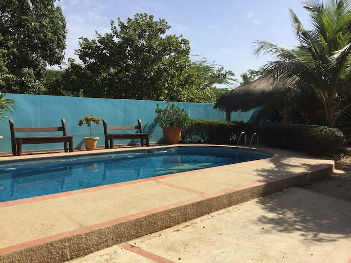 Dans un parc arboré villa avec piscine chauffée