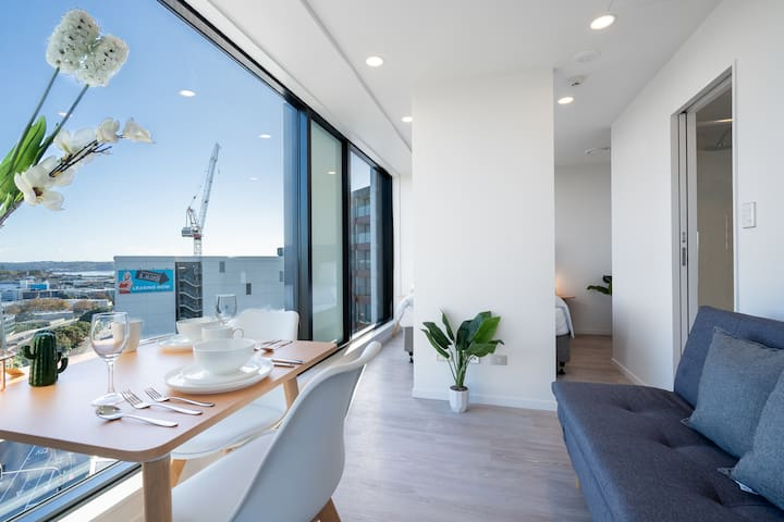 New apartment in heart of CBD with View