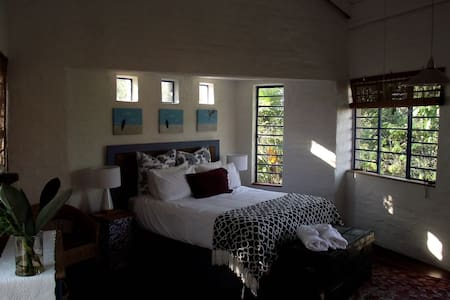 Artist's Attic Self Catering Cottage - Nelspruit