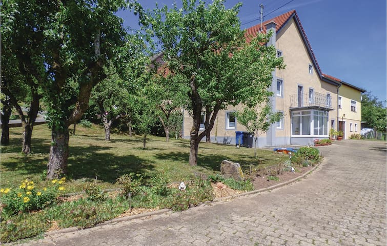 Semi-Detached with 3 bedrooms on 90 m² in Arzfeld