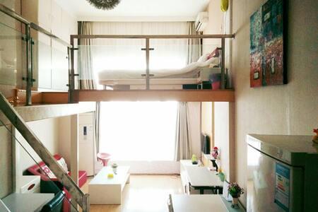 环西文化广场旁边 舒适复式精装酒店公寓Cute Studio in City Centre