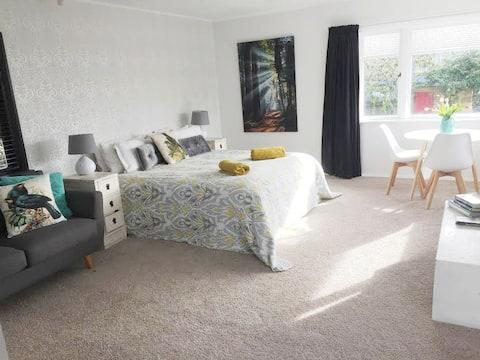 Tui's Nest -Private suite & Breakfast - Redwoods