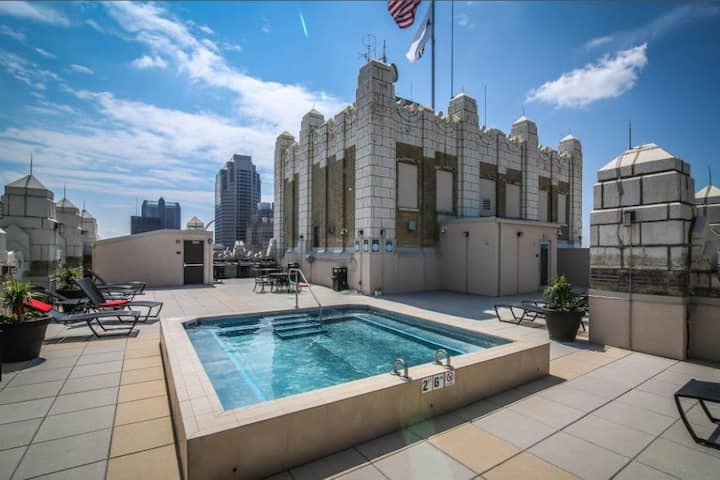 Jacuzzi in the sky | Luxe 2BR condo w/parking | by CozySuites