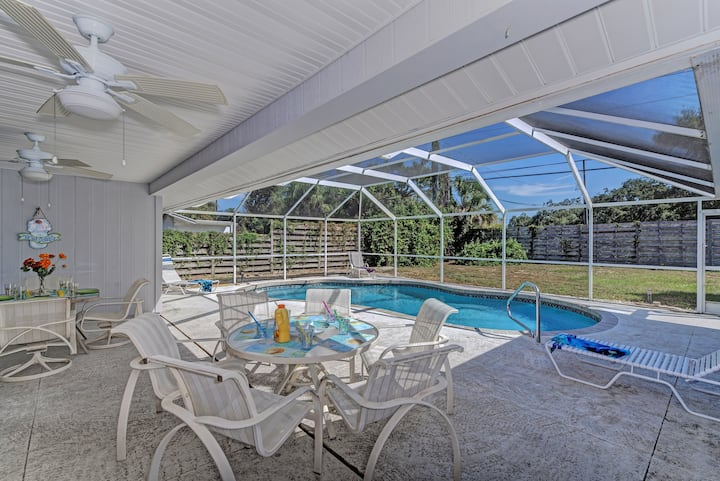 Sarasota Sandpiper: 4 Bed/3 bath + Pool