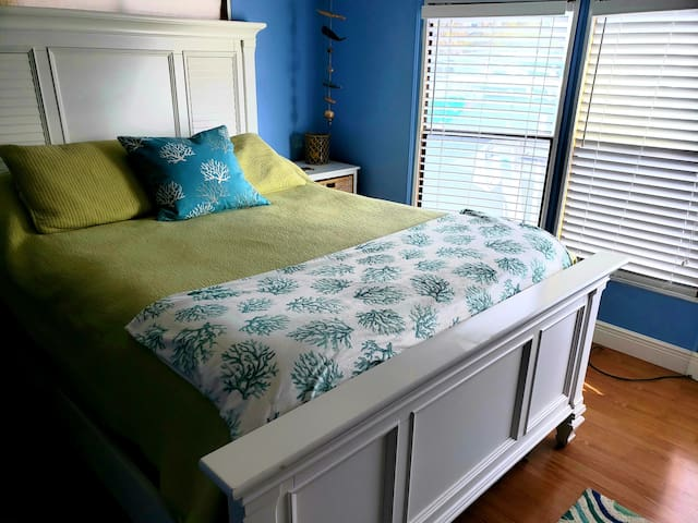 Master queen size bed