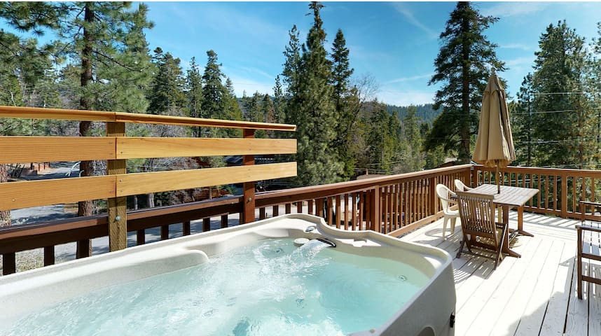 Hot Tub Cabin with Views! Walk to shops and food.