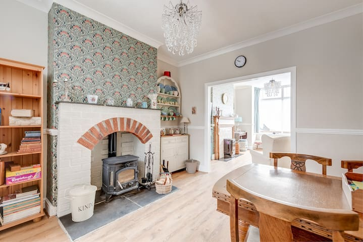 3 bedroom Victorian terrace near seafront