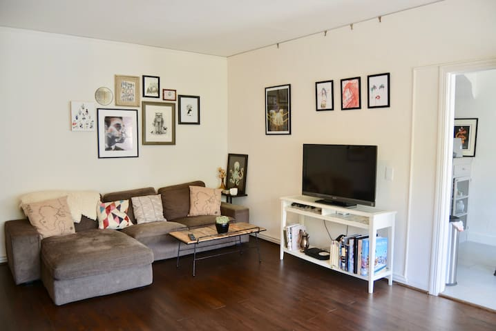 Charming Temescal Flat in Vibrant Oakland
