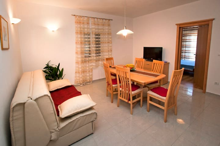 Two-Bedroom Apartment with Balcony 122 - Povlja - Leilighet