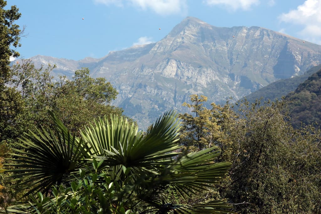Blick nach Norden über das Versascatal in die Berge.