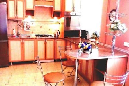 Подобово 1-на квартира студія з wi-fi - Luts'k - Apartamento