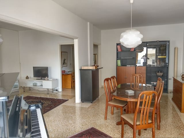 LOVELY 3 bedroom flat FULLY  FURNISHED   (170 sqm)