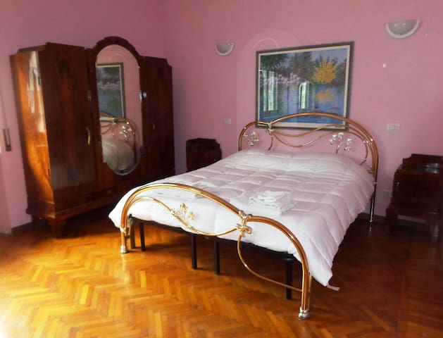 Spacious and bright apartment (Appia Antica)