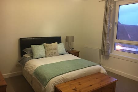 Bright sunny double room. - Saint Monans