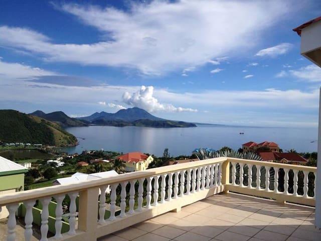 3 Bedroom Villa Overlooking The Sea - Frigate Bay - House