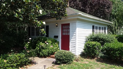Private cottage and gardens/comfortable queen bed.
