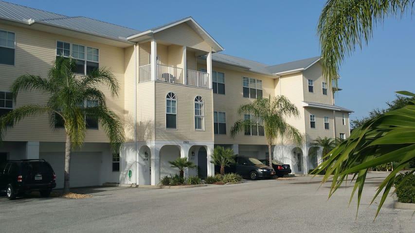 Cape Haze FL.- STUNNING  TOWNHOME - Placida - Hus