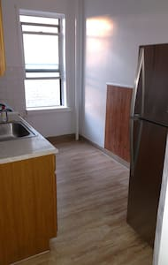 Sunny Bedroom in Shared Apt. - 38th St. Astoria - Pis