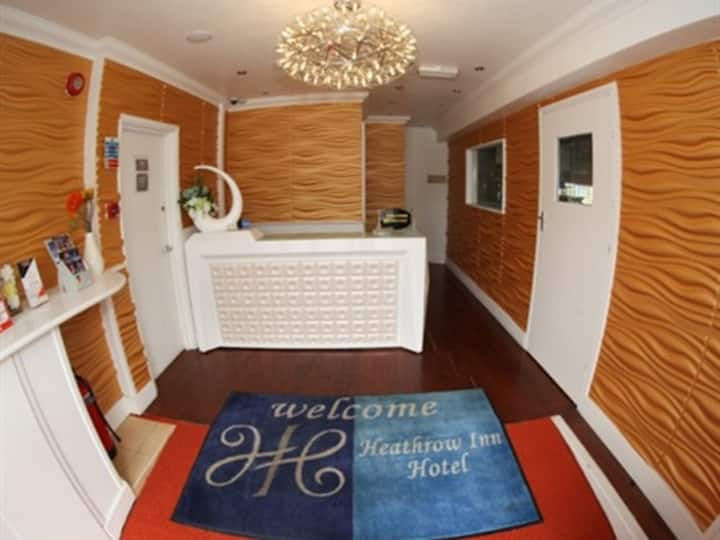 Single Room at Heathrow Inn