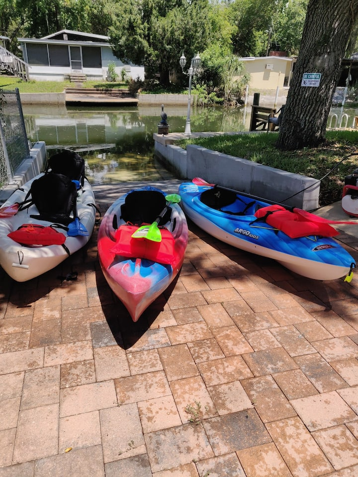 River Retreat-Kayaks,SUPs, Dock, Ramp Weeki Wachee