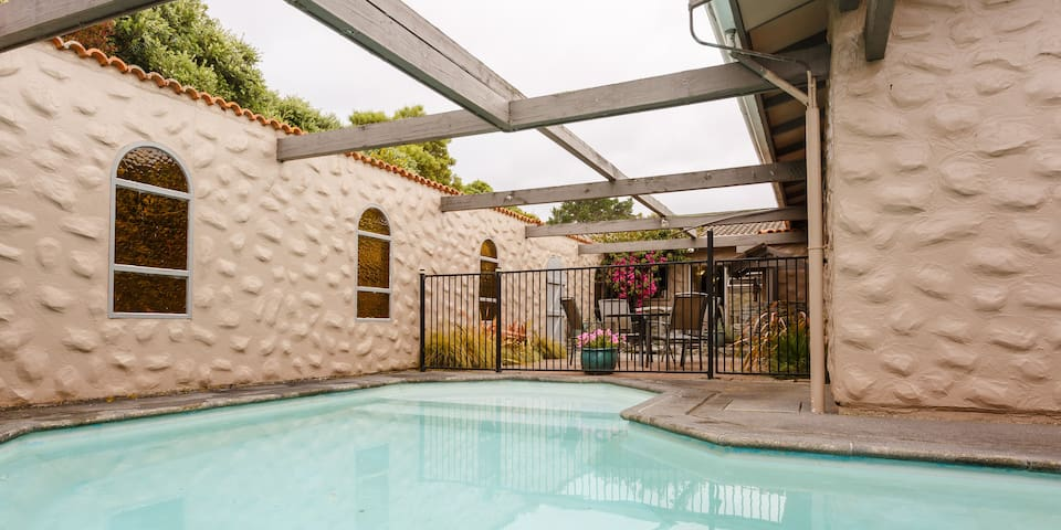 LARGE, SPACIOUS 3-4 BED HOUSE WITH POOL & HOT-TUB - Paraparaumu - Huis