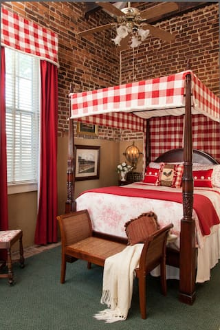 Derby Room in our Carriage House - Louisville