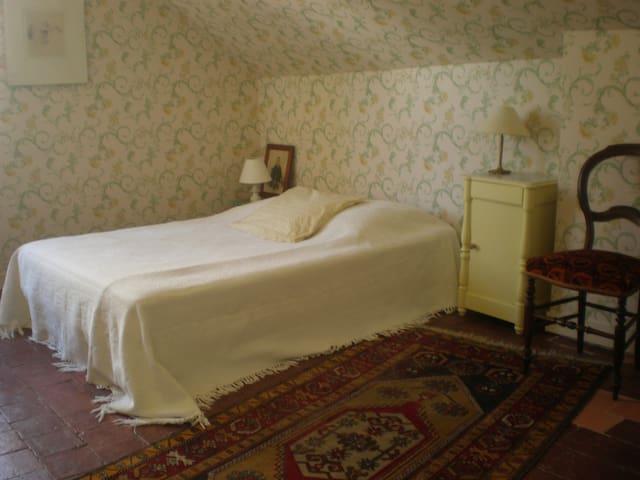 Chambre double 1er étage donnant sur salle de bains