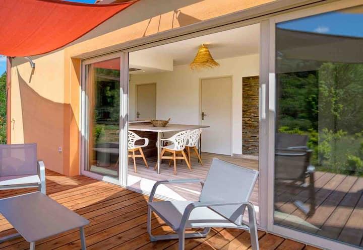 """Maison avec vue: """"séjour secret"""" au soleil Occitan"""
