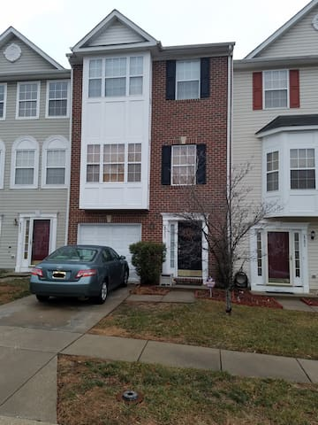Spacious Townhome for Rent - Bowie - Townhouse