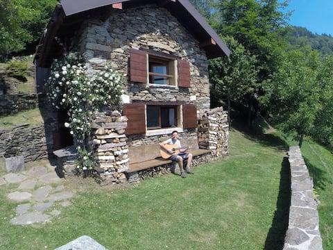 Llac Maggiore Bay Alpe Aurelio-Hut