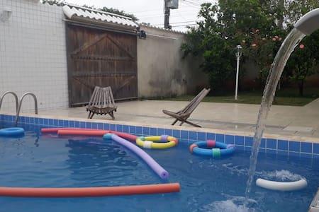 Cantinho Shalom - casa com piscina e churrasqueira