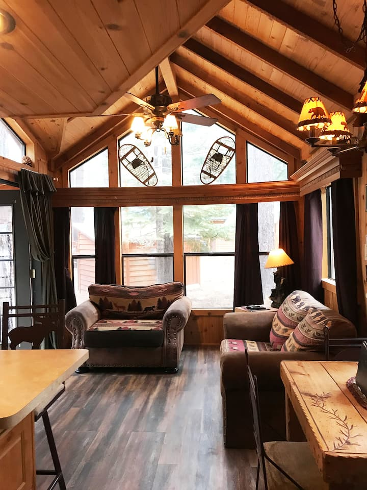 Cedar pines double loft cabin (NO PET FEES )