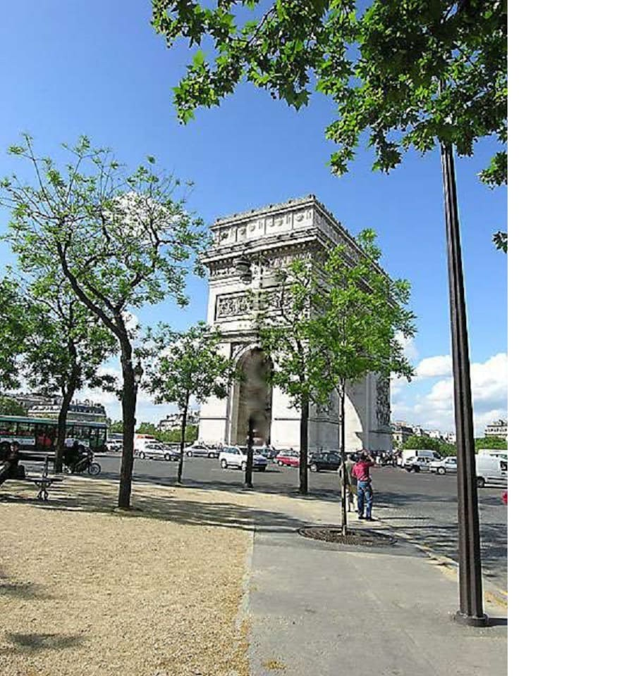 The apartment is located 2 steps away from the Arc de Triomphe in a 20th century building.