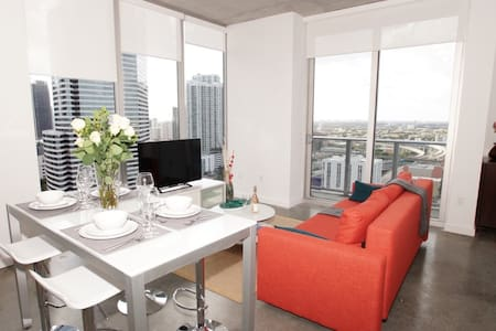 AMAZING 2/2 LOFT IN DOWNTOWN WITH PARKING - Miami