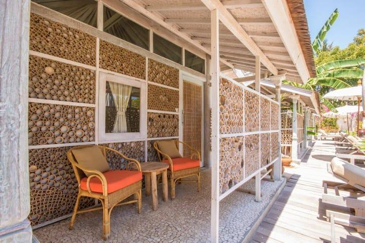 BGLW  · BGLW  · BGLW  · Gili Meno 1 Bedroom Bunglow 20 meter pool &sunbeds