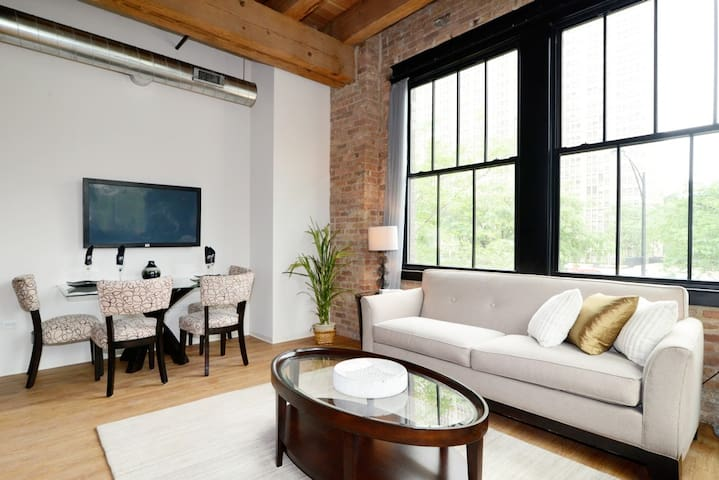 POSH LOFT Near Loop/Walk to McCormick