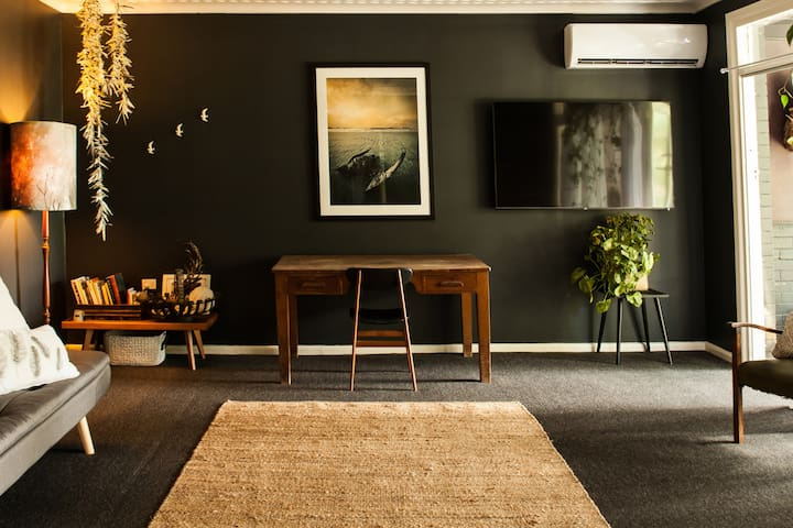 The Arthouse Apartment- Right in the heart of town