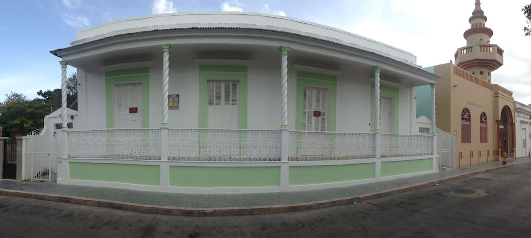 CASA LUNA(C) walking distance to cultural district