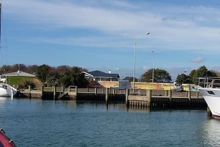 The Wharf Hub -  a heritage stay - Opotiki