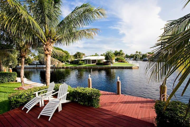 5 Bedroom Private Waterfront Home, Pool, Bicycles