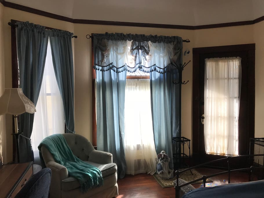 Blue bedroom in victorian craftsman private entry for Master bedroom for rent san jose